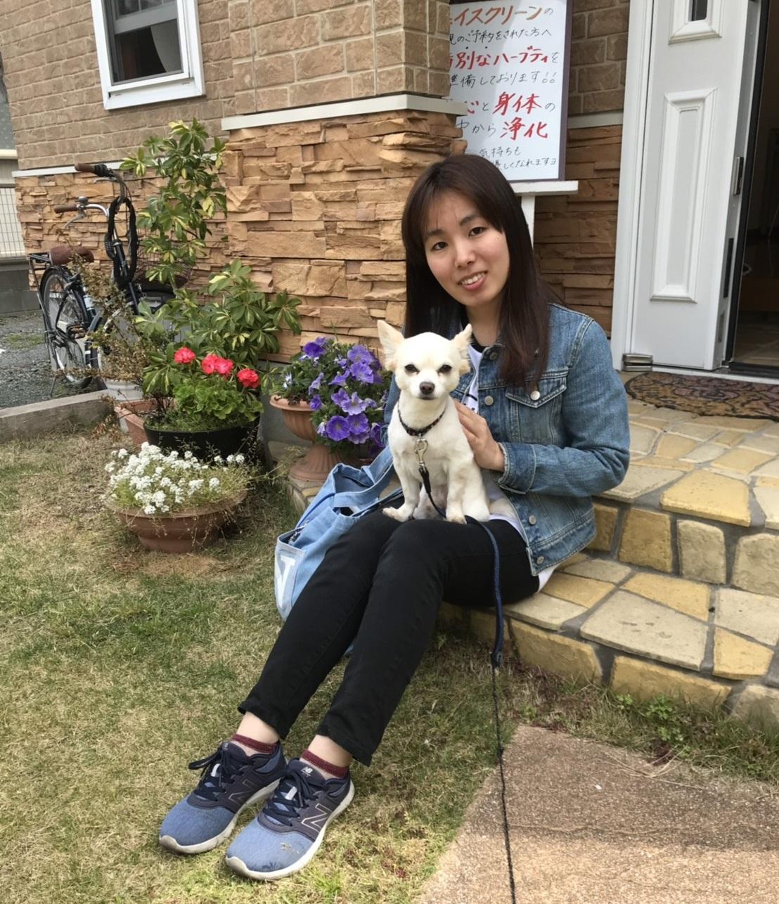 笑顔の素敵な最年少Iちゃんと看板犬(シン・セシア)